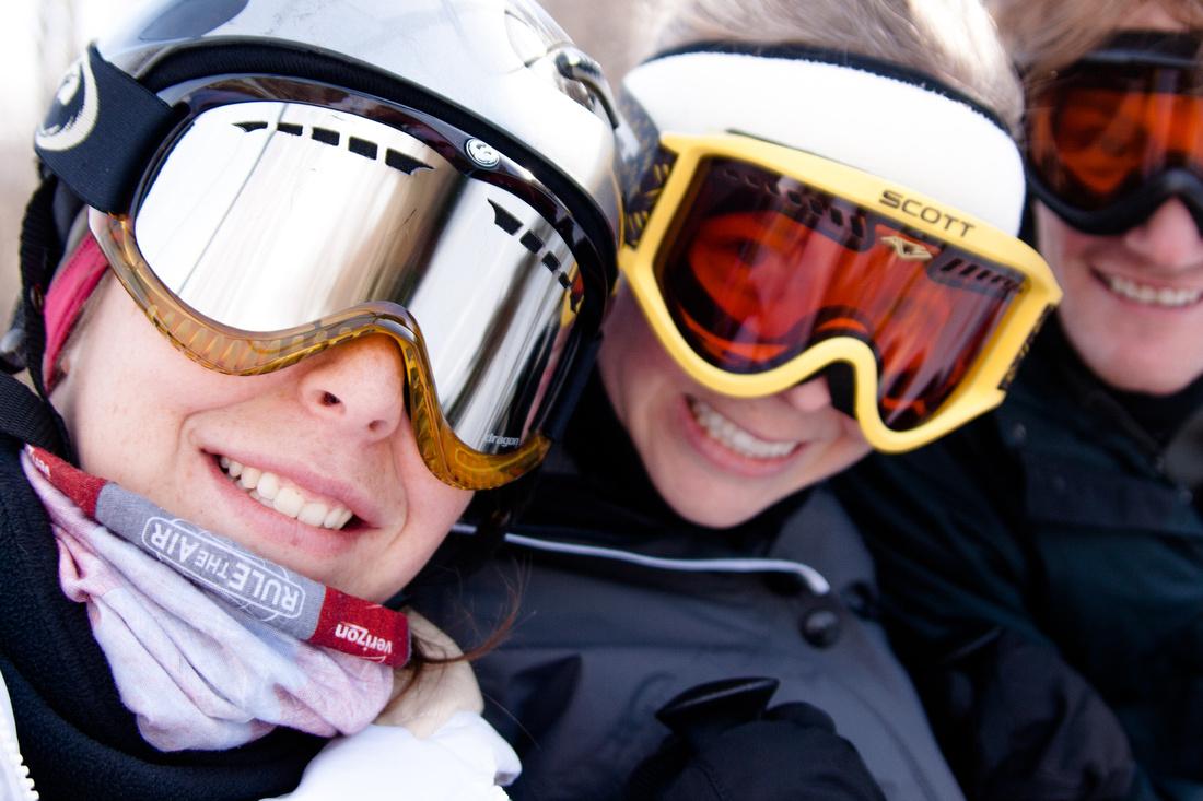 skiers at snowshoe