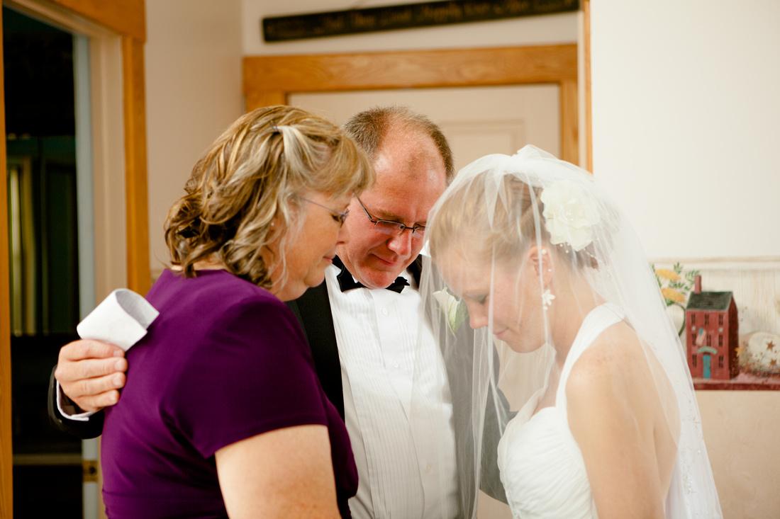 Bride and her parents pray outdoor wedding photography harrisburg central pensylvania rose finley the focus photography