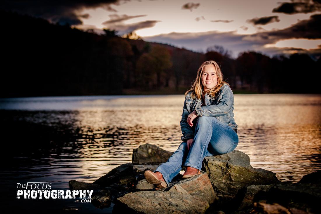 senior portrait sunset lake