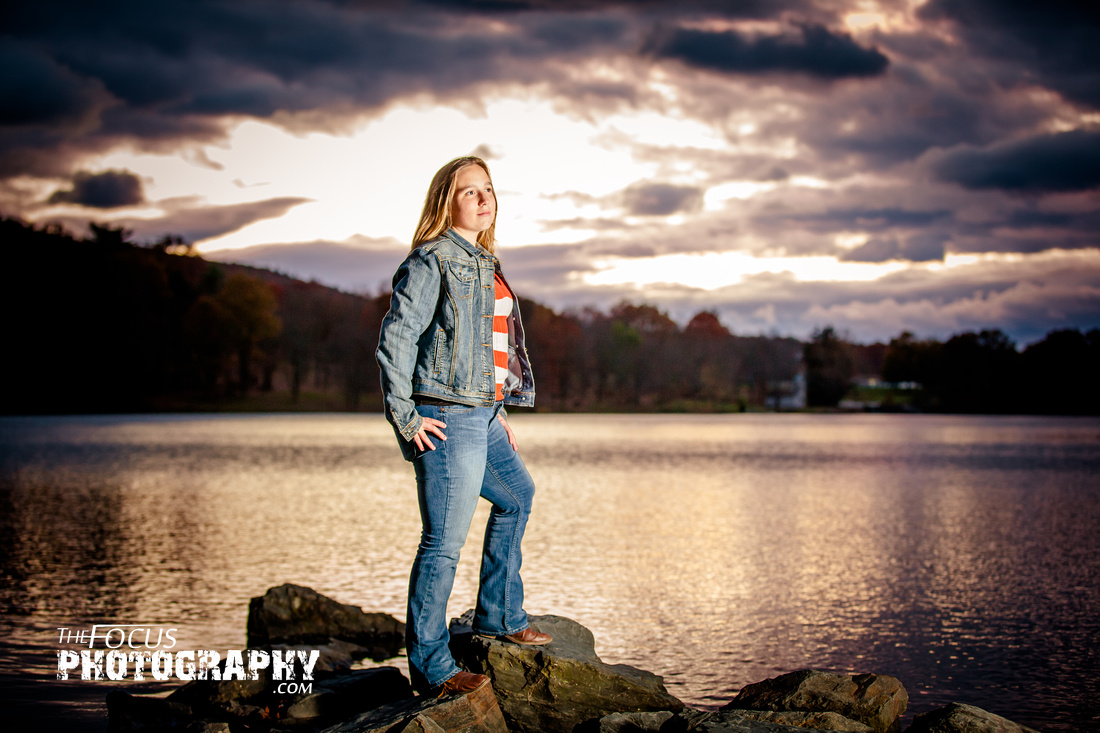 senior portrait sunset lake